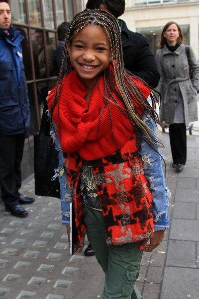 Willow Smith walking with her iPad